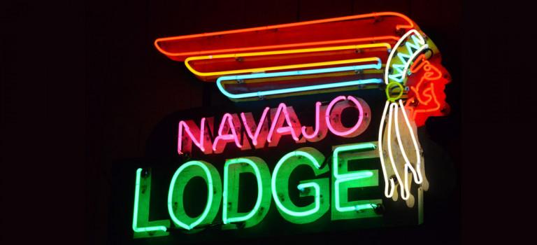 Breve storia delle insegne al neon, dal 1675 alle luci di Las Vegas